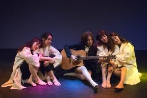 [리뷰] 연극 '5필리어', 우리 사회에 희생된 약자들의 자화상
