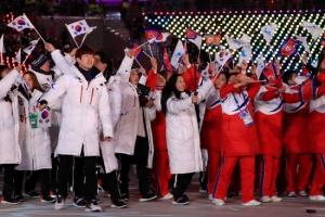 평창 폐회식 남북선수들 함께 행진…태극기·인공기·한반도기 모두 입장