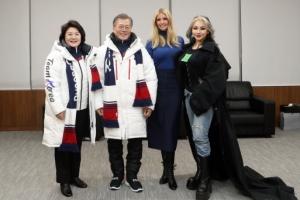 [서울포토] 이방카, 문 대통령 부부-씨엘과 기념촬영