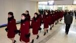 출경 대기하는 북한 응원…
