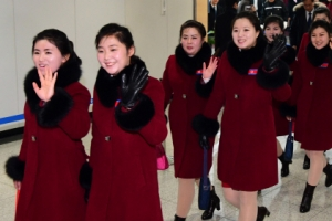 [서울포토] 북한 응원단, '웃으며 다시 북한으로'