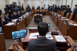 [서울포토] 자유한국당 국방위 긴급 소집… 여당의 빈자리