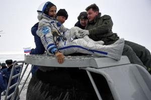 168일 만에… 러시아 유인우주선 무사귀환