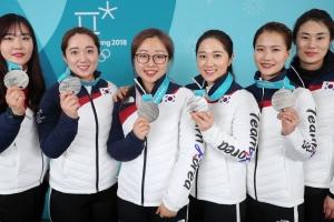 한국 여자 컬링, 세계 랭킹 8위에서 6위로…스웨덴 1위