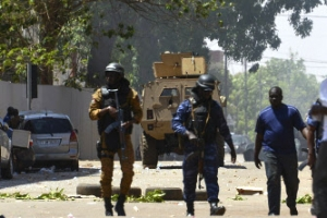 부르키나파소 프랑스대사관 ·육본 피습…최소 15명 사망