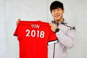 스켈레톤 윤성빈, 맨유로부터 'YUN 2018' 유니폼 선물 받아