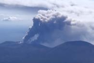 일본 남부 신모에다케 화산 분화…연기 2천300m 치솟…