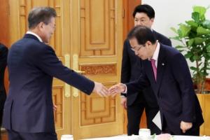 문재인 대통령과 홍준표 대표의 다툼 전말... '대안 있냐' vs '왜 나한테 묻냐'