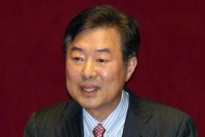 """이만우 전 의원 강간치상 혐의 구속…""""도주 우려"""""""