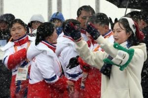 [포토] '함박눈 맞으며' 북한 대표단, 평창동계패럴림픽 입촌식