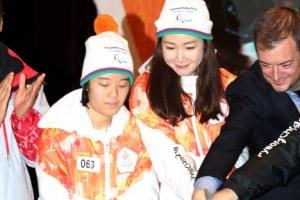 [포토] 평창 패럴림픽 성화 주자로 나선 최지우