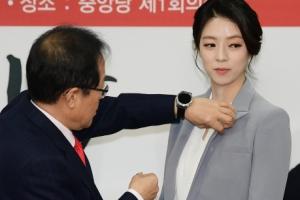 '한국당 입당' 배현진의 첫 미션 보니