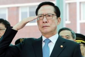 """송영무 장관 발언 또 논란…""""여성들 행동거지, 말 조심해야"""""""