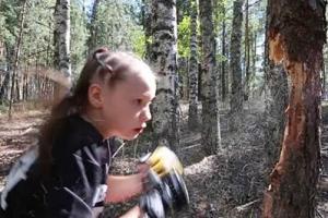 '어리다고 놀리지 마요' 나무 박살내는 10살 소녀