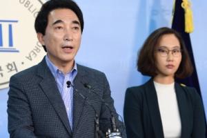 [서울포토] 기자회견하는 박수현 전 청와대 대변인