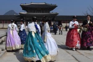 [서울포토] '봄처럼 고운 한복 입고 걸어볼까'