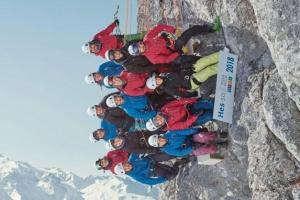 중력 무시한 스위스 대학생들의 수직절벽 사진 화제