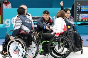 '오벤저스' 휠체어컬링 대표팀, 캐나다에 7-5 승리