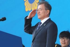 [서울포토] 거수경례 하는 문재인 대통령