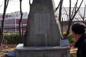 마산 3·15민주묘지에서도 '고은 흔적' 지워졌다