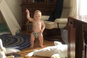 [별별영상] '오늘 한 번 즐겨볼까?' 아기의 흥 넘치는 댄스