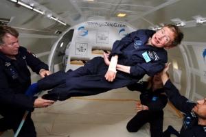 [포토] 스티븐 호킹 별세…11년전, 위대한 과학자의 무중력 체험