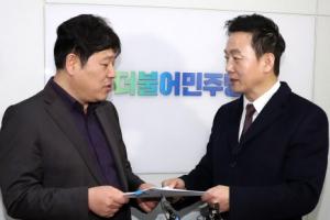 """정봉주 """"민주당, 복당 거부할 수 없다"""" 압박…지도부 '보류 기류'"""