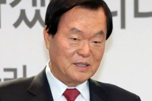 """'노무현 명예훼손 발언' 김경재 집유…법원 """"사회갈등 부추겨"""""""