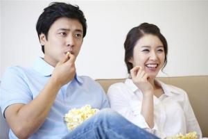[핵잼 사이언스] TV 매일 4시간 이상 보는 남성, 대장암 위험 높다