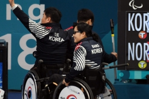 [서울포토] 아쉬운 패배에도 미소로 퇴장하는 패럴림픽 컬링대표팀