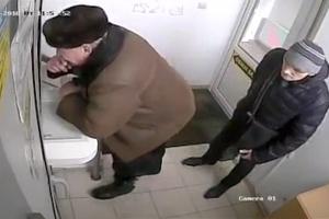 단둘이 있는 작은 공간, '실력' 뽐 낸 러시아 소매치기범