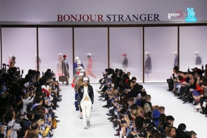 패션쇼 모델이 입은 옷 바로 구매… 친근해진 'FW 헤라서울패션위크'