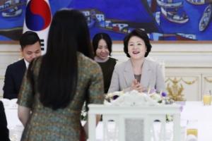 [서울포토] 김정숙 여사, 주한 베트남 유학생 초청 오찬 간담회