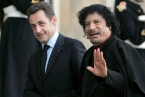 사르코지 전 프랑스 대통령, 독재자 카다피 돈 받은 혐의로 체포