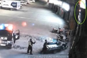 투신자살 시도녀 맨손으로 구한 中 경찰
