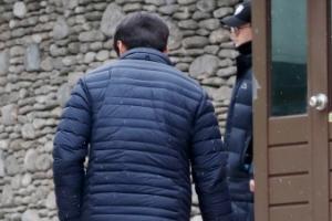 [서울포토] MB 자택 나서는 경호팀 관계자