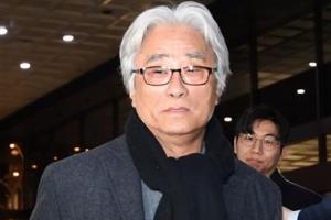 '8명 상습 강제추행' 이윤택 구속영장 신청