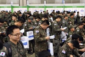 """전역 앞둔 장병 2만여명 """"일자리 찾아요"""""""