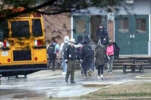 소포 연쇄 폭발·학교 총기 난사…공포에 질린 美