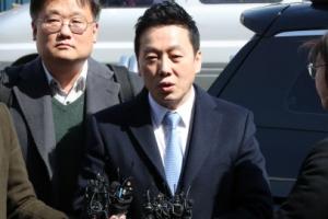 """'성추행 의혹 사건' 정봉주 경찰 출석…""""무죄 입증 자신"""""""