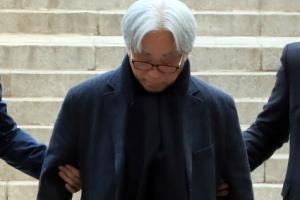 """'단원 성폭력' 이윤택, 영장심사 출석…""""죄 달게 받겠다"""""""