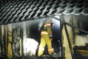 영월 화재 주택서 알 수 없는 불…아내 숨지고 남편 화상