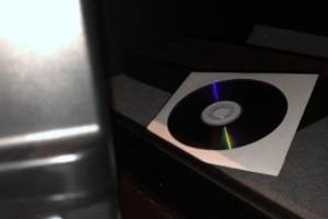 '트럼프 성관계' 포르노배우 측, '증거'라며 CD사진 올려