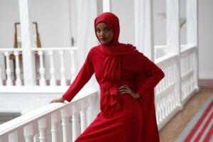 [포토] '미국 히잡 쓴 모델 1호' 할리마 아덴, 런웨이