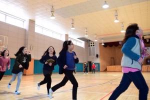 [서울포토] '미세먼지 걱정없는' 실내체육관에서 체육수업