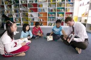 학원 못 보내는 아이 걱정된다고요?… 영어책 읽게 하세요
