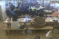 식당서 쓰러진 남성 심폐소생술로 구한 경찰관들