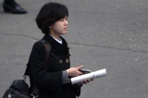 따뜻한 봄날, 바깥 나들이 나선 북한 주민들