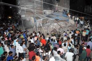 인도서 오래된 호텔 붕괴…최소 10명 사망