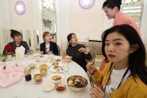 [포토] 평양냉명 먹는 레드벨벳